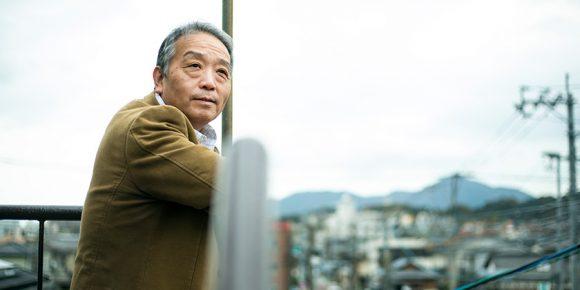街を見つめる奥田知志さん