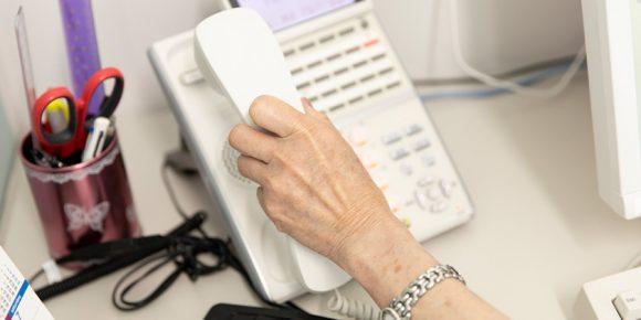 相談に使用される電話